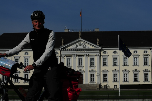 Simon Schnetzer, Schloss Bellevue, Junge Deutsche